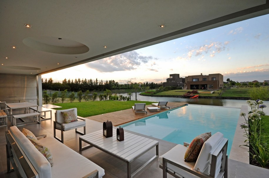comfortable-metal-armchairs-with-linen-cushions-on-the-veranda-facing-the-pool-as-agreeable-design-915x606