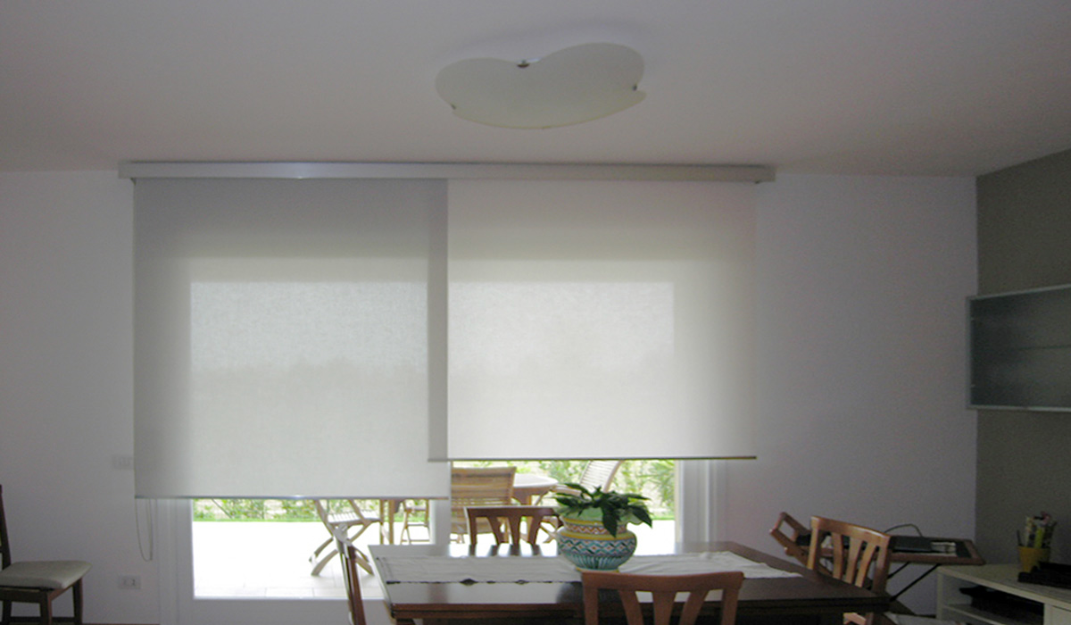 Tende A Soffitto Moderne tenda a rullo manto roll doppio bicolore - real project